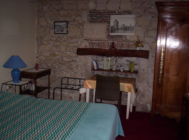 chambre en rez de jardin  très agréable - Fontenay-le-Comte - Apartamento