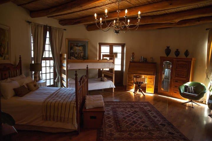 Acorn Manor House Suite