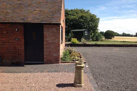 One Bedroom Barn Conversion - Kenilworth