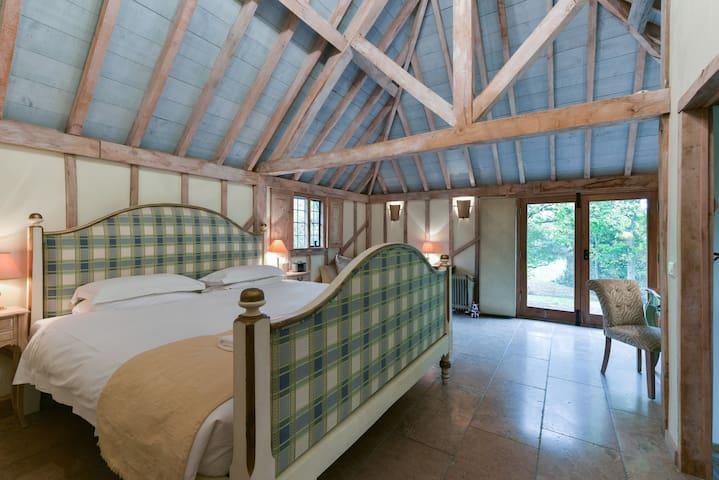 Principal bedroom with fabulous antique emperor bed