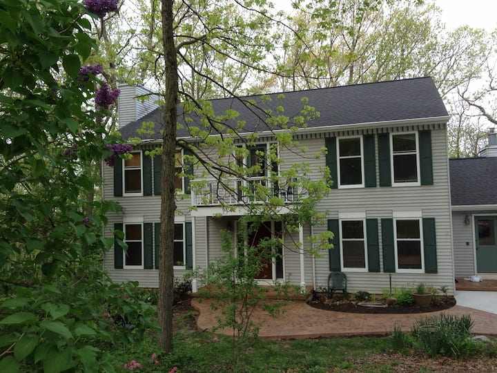 Private suite, wooded view, close to Epic/Madison