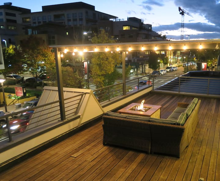 Centrally Located Cherry Creek Apt. *Private Deck*