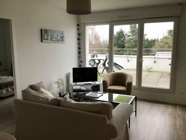 Charmant appartement T2 (10 min. aéroport Nantes)