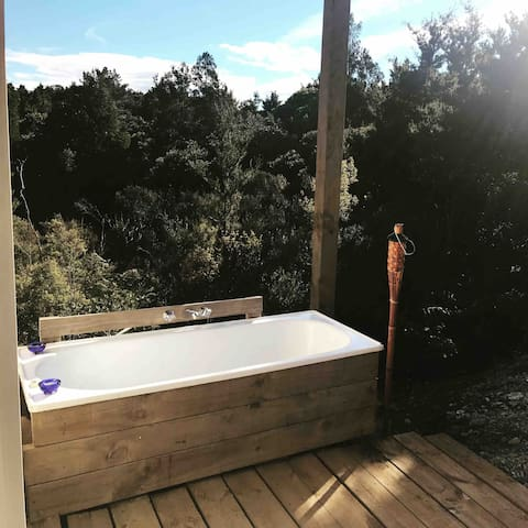 The outdoor bath with views over native forest - hear wild kiwi at night