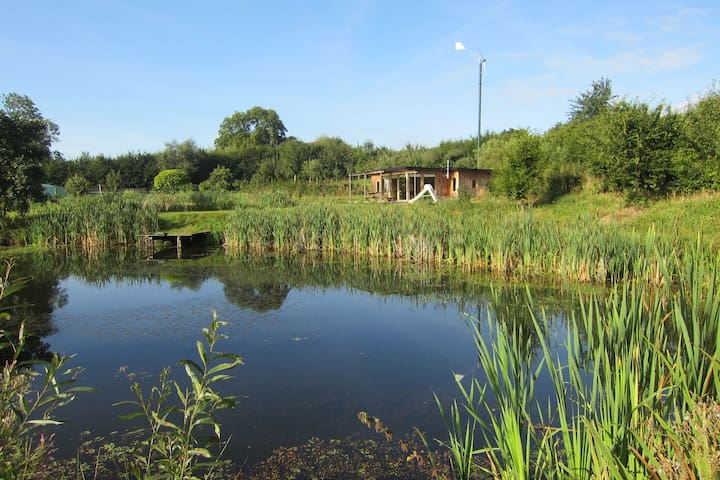 Cottage surrounded by ponds in the heart of a quiet property allowed to fish