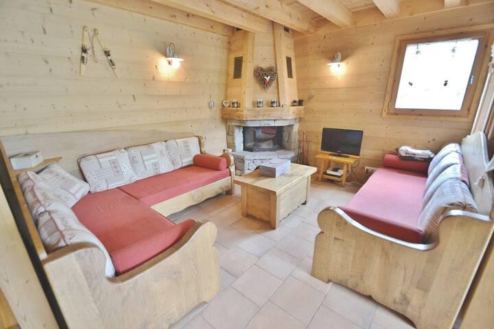 Beautiful Ski in ski out 95m² 4 bed apt, sleeps 8 free wifi & chimney!