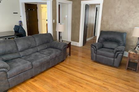 One bedroom Apt with leather furniture, queen bed