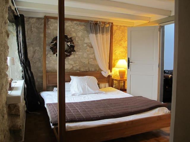 Chambres d'hôtes Le Bourdiel : Lever du soleil - Engayrac - Bed & Breakfast