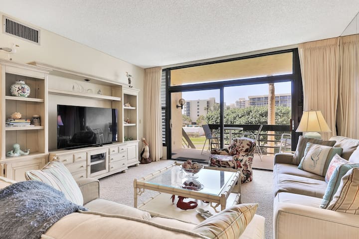 Family-friendly condo w/shared pool, children's pool, tennis, and beach access!
