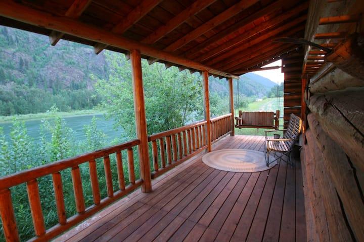 Kootenai River Rental Cabin (Osprey Cabin)