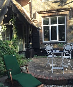 Quirky cosy garden cottage in heart of Rochester - Рочестер