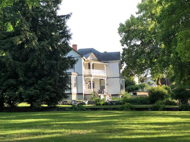 Hillside Heritage Suite