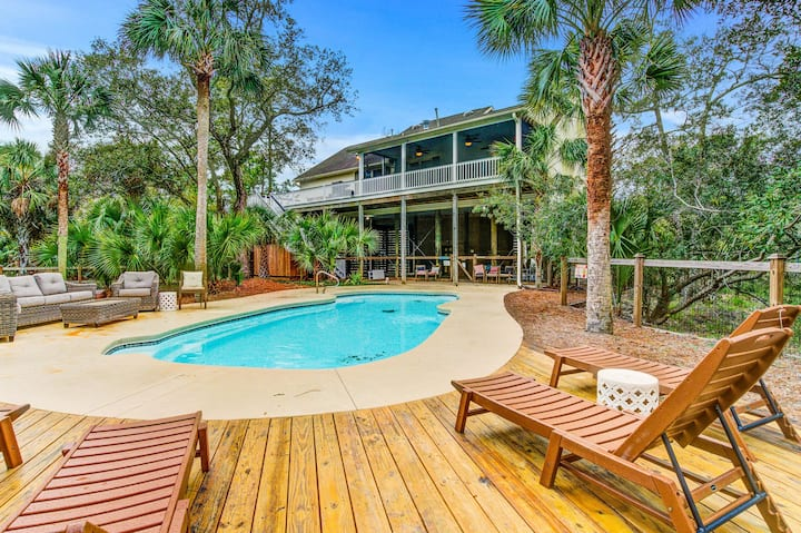 Tree-lined, dog friendly home w/ saltwater pool - walk to the beach!
