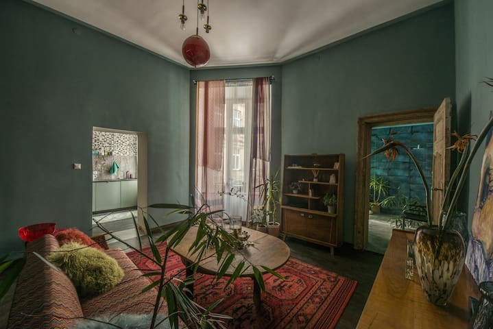 Lovely eclectic apartment in the city center