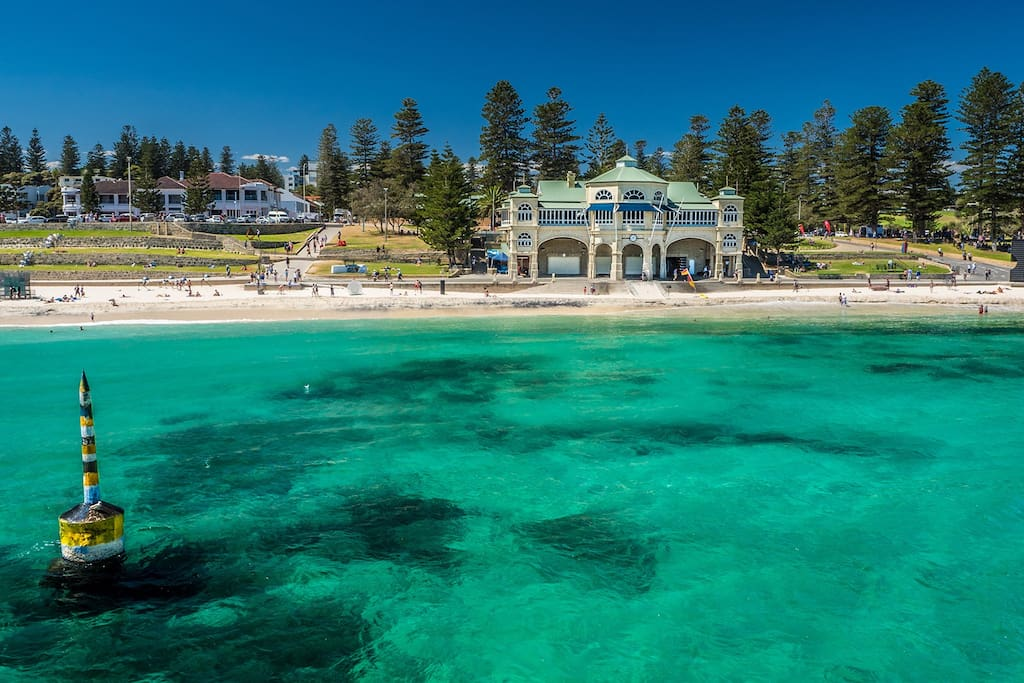 Walking distance to iconic Cottesloe beach