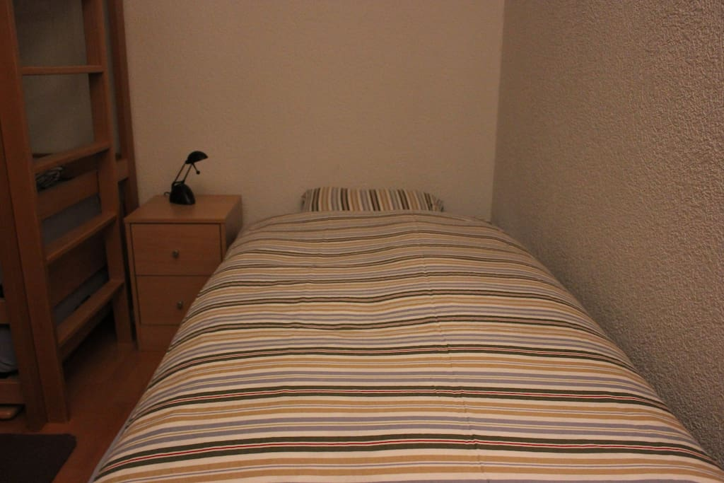 Individual bed (Room 2)