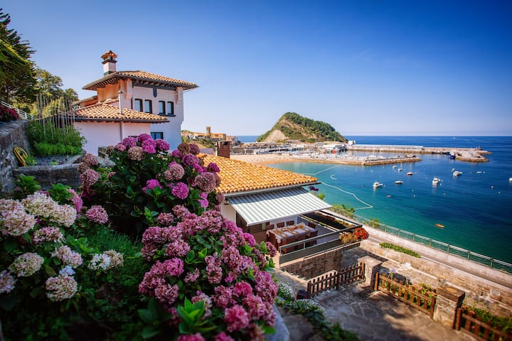 MAGNIFICENT VILLA BEACHFRONT WIFI SAN SEBASTIAN