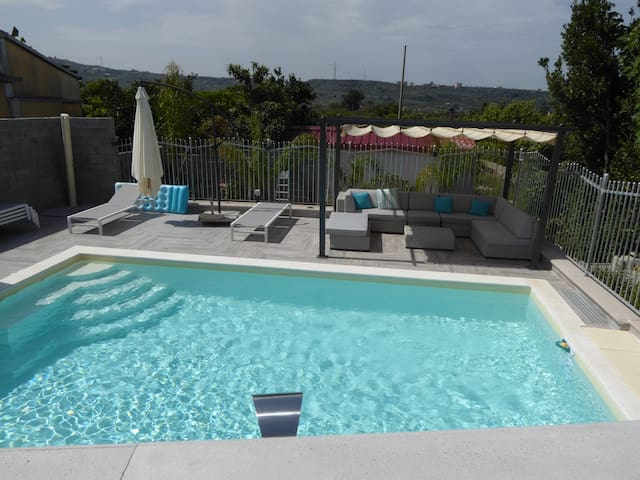 A delightful holiday home, refurbished, with pool. - Torregrotta - Rumah