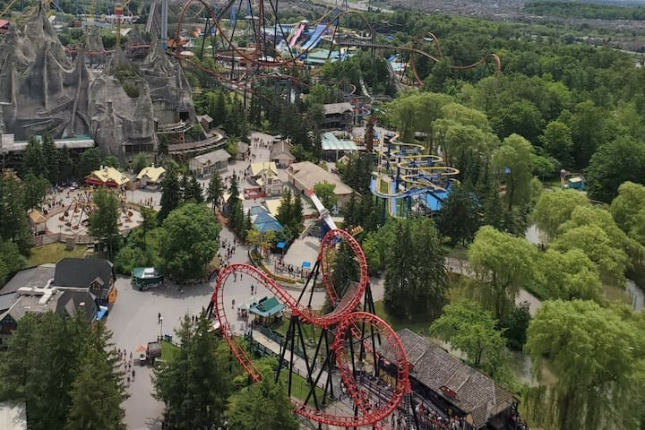 Canada Wonderland 4 Beds With Ticket Discounts