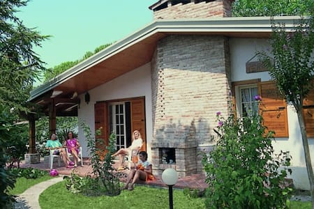 Villa Ca' Pinetta - con ampio giardino privato - Lignano Sabbiadoro