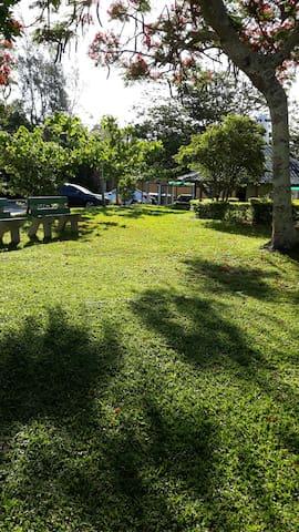 Condomínio, Jardim, Piscina, Relax em Garopaba/SC