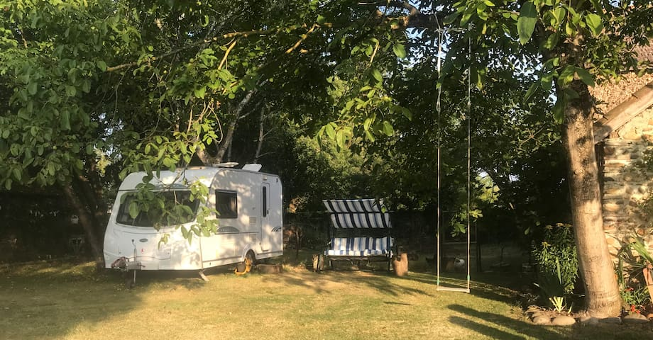 Pujo: Modern Caravan for 2 in quiet garden