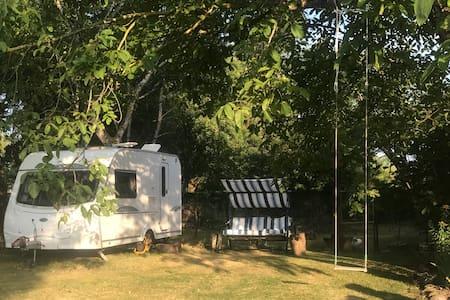 Pujo: Modern Caravan for 2 in quiet garden