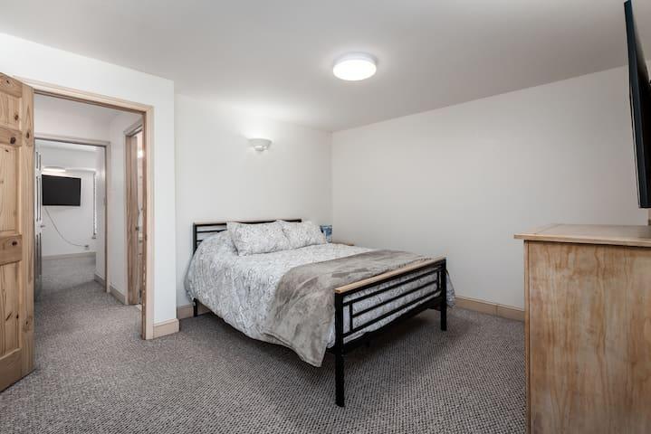Bedroom 1: Queen size bed with TV