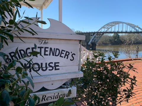 THE BRIDGE TENDER'S HOUSE: HISTORY WITH A VIEW