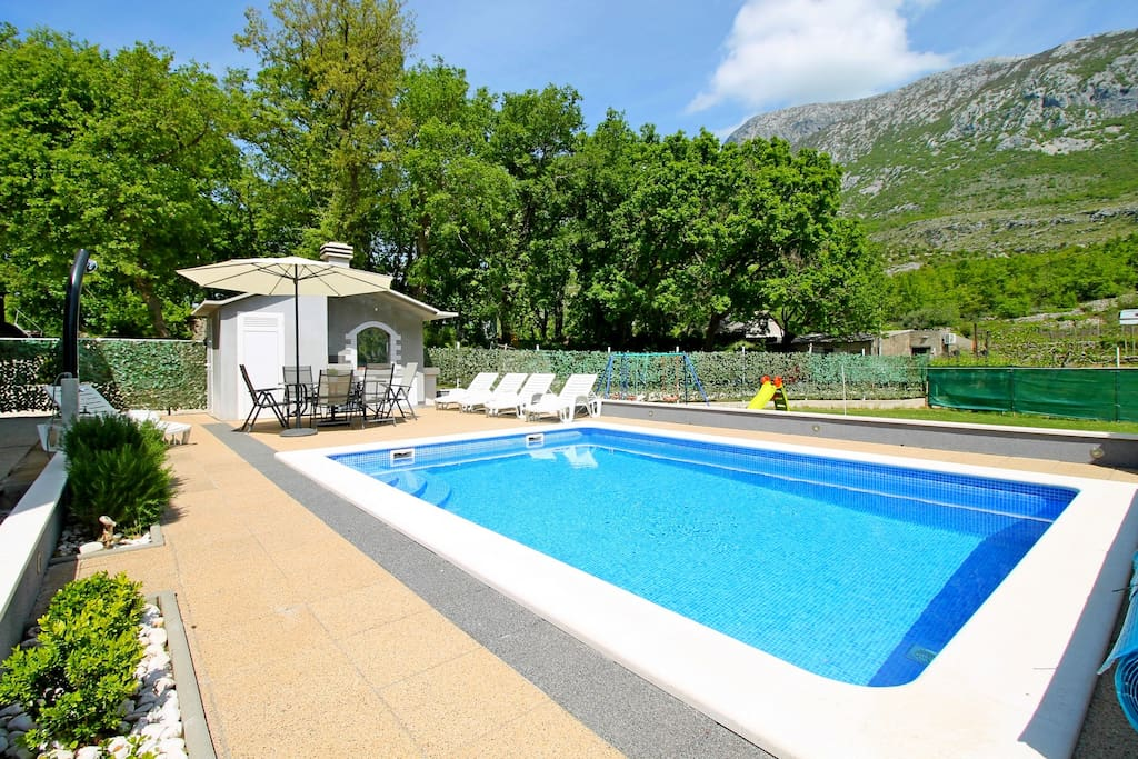 VILLA ANTONI with private pool 6m*4m and outdoor dining area