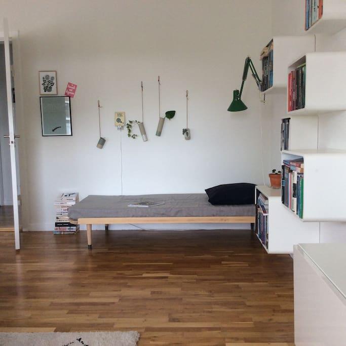 Livingroom, extra bed