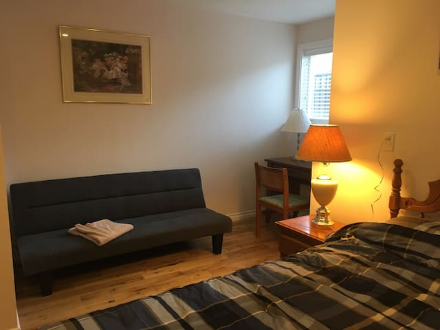 Brand new, spacious and lovely room! - Surrey
