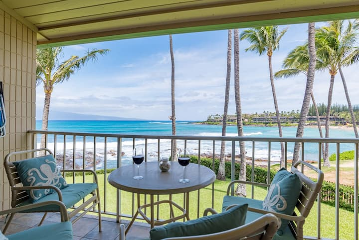 Romantic Oceanfront Studio at Beautiful Napili Bay