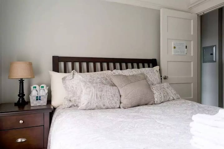 NEW! Cozy, Private room in the Heart of the City