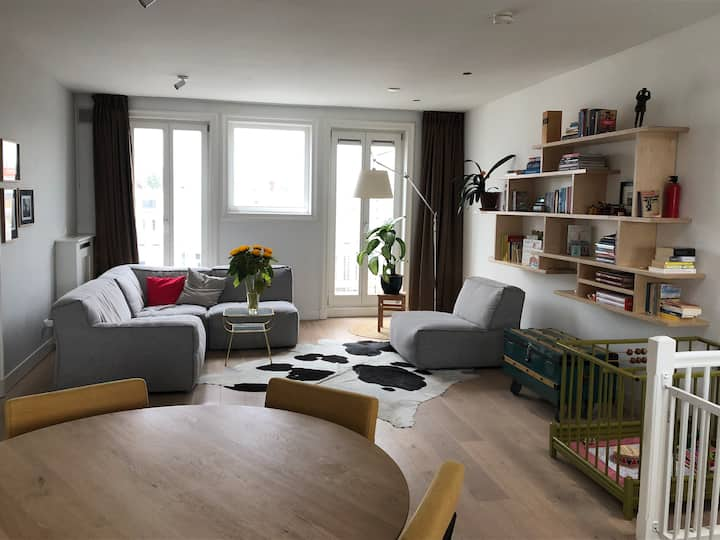 Light spacious apartment in Amsterdam with rooftop