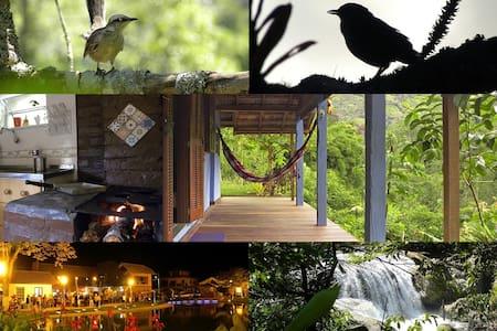 PAZ, fogão a lenha e uma varanda no verde infinito - Nova Friburgo - Cabane
