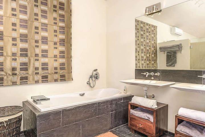 Main Bedroom Bathroom