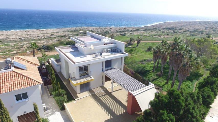 Luxury 5 bedroom villa with full sea view
