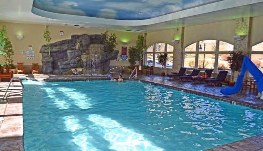 indoor/outdoor pool & hot tub