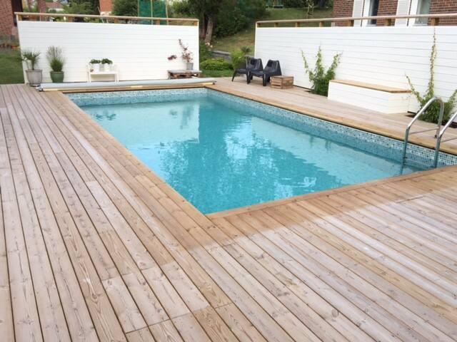 Insynsskyddat poolområde