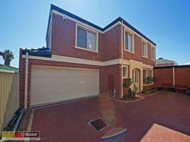 ***South Perth Foreshoare Luxury City Townhouse*** - South Perth - Haus
