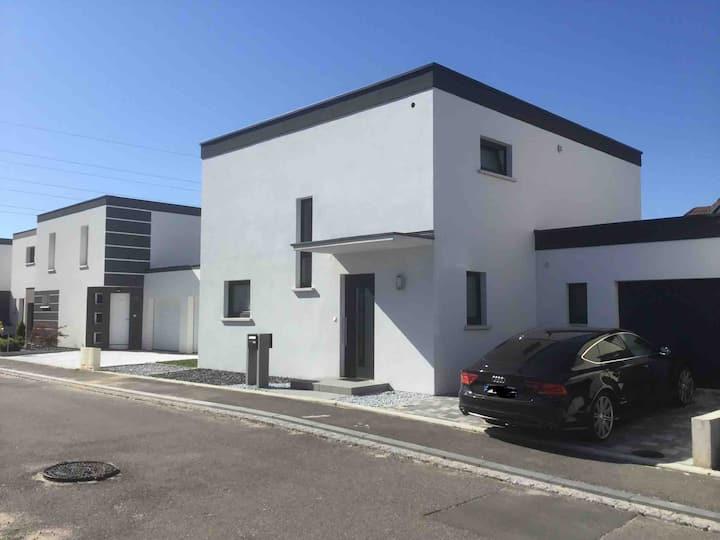 Maison moderne quartier résidentiel