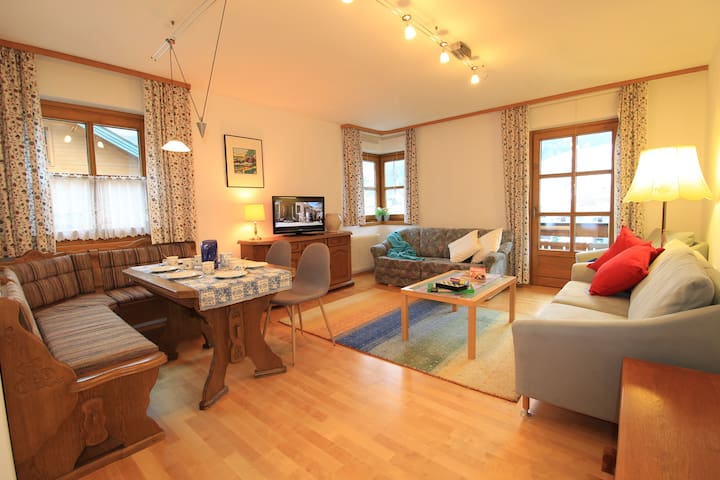 BELLAVISTA - Ski-to-Door Apartment sleeps 4/6