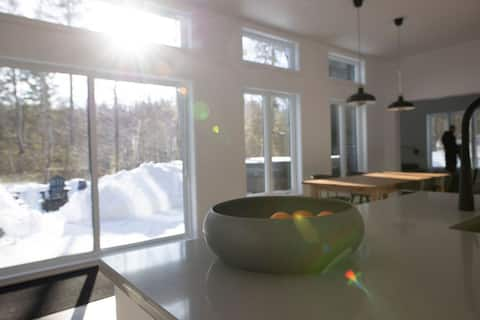 New 3 bedroom cottage with SPA 1h from Mtl
