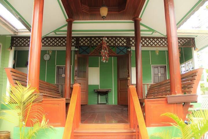 Baan Khanom Thai Homestay.