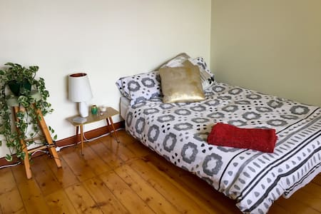 Spacious, light & comfy room - Thornbury - House