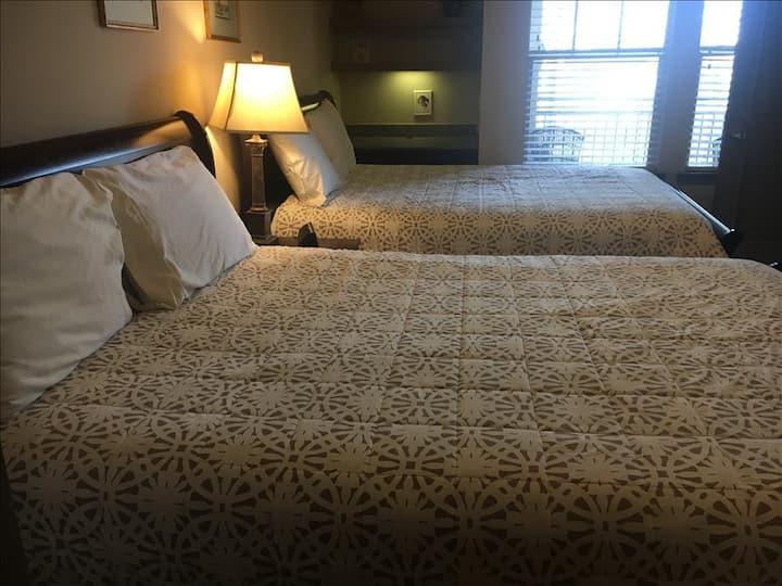Resort Style 2 Bedroom/2 Bath Apt./Condo in The Woodlands**