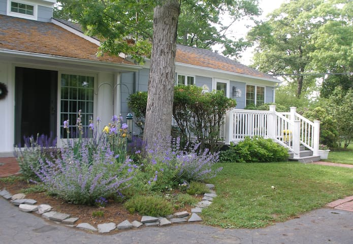 Country Garden Cottage - East Quogue - Rumah