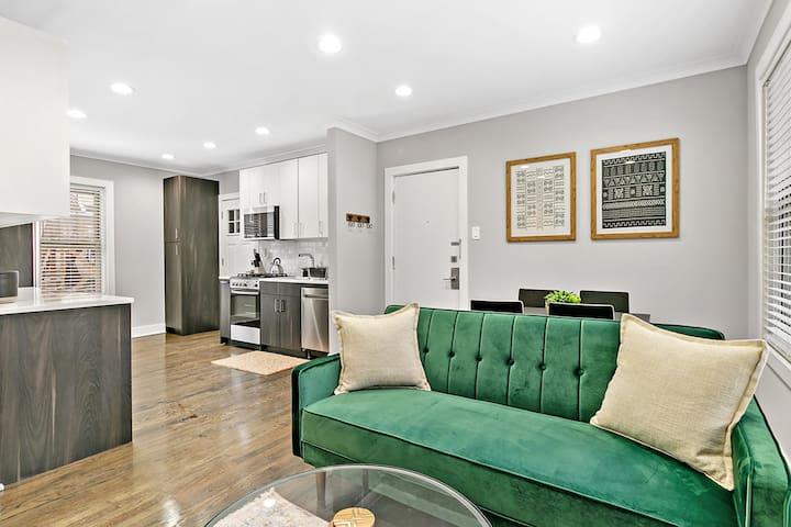 New Deals! $2100 APRIL Rates❤️Stylish 2BR-Lakeview