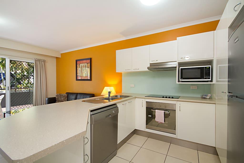 Beachside 2 Bedroom Holiday Unit Apartments For Rent In Labrador Queensland Australia